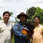 Dr.Orville Bondoc , Celso Evangelista ( holding his locally-bred McClean Hatch-RedQuill).